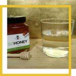 Miel y agua caliente